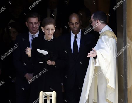 Widow Annette De La Renta (c) and Her Son Moises (2-r) Depart Her Late Husband Dominican-born Us Designer Oscar De La Renta's Memorial Service at the Church of St Ignatius of Loyola in New York New York Usa 03 November 2014 Oscar De La Renta Died on 20 October at the Age of 82 at His Home in Connecticut United States New York