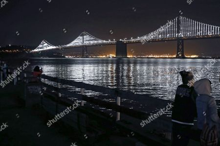 The Bay Lights Installation Light Up the Bay Bridge Once Again in San Francisco California Usa 30 January 2016 the Lights Which Span 1 8 Miles From End to End Are Now on Permanently From Dawn to Dusk After Artist Leo Villareal Redesigned New Leds That Will Last Longer United States San Francisco