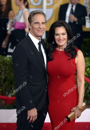 Us Actor Scott Bakula (l) and His Wife Chelsea Field (r) Arrive For the 20th Annual Screen Actors Guild Awards at the Shrine Auditorium in Los Angeles California Usa 18 January 2014 United States Los Angeles