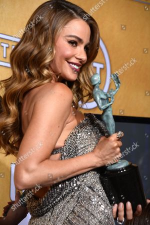 Colombian Actress Sophia Vergara of 'Modern Family' Holds the Award For Outstanding Performance by an Ensemble in a Comedy Series at the 20th Annual Screen Actors Guild Awards at the Shrine Auditorium in Los Angeles California Usa 18 January 2014 United States Los Angeles