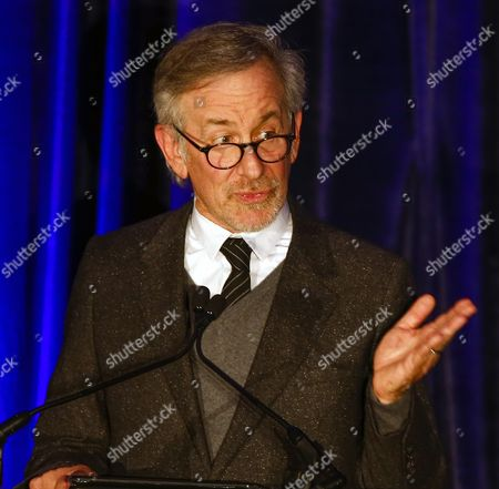 Us Film Director Steven Spielberg Speaks As He Accepts the Abraham Lincoln Presidential Library Foundation Lincoln Leadership Prize For His Lifetime of Service in the Spirit of the 16th President at the Hilton Hotel in Chicago Illinois Usa 19 March 2014 Spielberg Directed the 2012 Film 'Lincoln' Which Starred Sally Field As Mary Todd Lincoln who Presented the Award to Spielberg United States Chicago