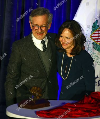 Us Actress Sally Field (r) and Us Film Director Steven Spielberg (l) Pose Together After Field Presented the Abraham Lincoln Presidential Library Foundation Lincoln Leadership Prize to Spielberg For His Lifetime of Service in the Spirit of the 16th President at the Hilton Hotel in Chicago Illinois Usa 19 March 2014 Spielberg Directed the 2012 Film 'Lincoln' Which Starred Sally Field As Mary Todd Lincoln United States Chicago
