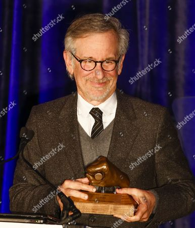 Us Film Director Steven Spielberg Holds the Abraham Lincoln Presidential Library Foundation Lincoln Leadership Prize That was Presented to Him by Us Actress Sally Field For His Lifetime of Service in the Spirit of the 16th President at the Hilton Hotel in Chicago Illinois Usa 19 March 2014 Spielberg Directed the 2012 Film 'Lincoln' Which Starred Sally Field As Mary Todd Lincoln who Presented the Award to Spielberg United States Chicago