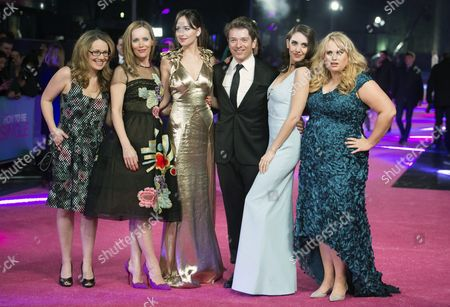 Producer Dana Fox (l) and Director Christian Ditter (3-r) with Cast Members Leslie Mann (2-l) Dakota Johnson (3-l) Alison Brie (2-l) and Rebal Wilson(right) Pose For Photographs at the European Premiere For 'How to Be Single' in Leicester Square Central London Britain 09 February 2016 United Kingdom London