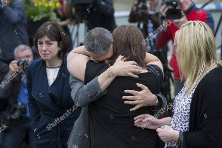 Labour Mp Jeff Smith (c-l) Hugs Fellow Mp Paula Sherriff (c-r Back to Camera) Near the Scene where Labour Mp Jo Cox on 16 June was Shot and Fatally Wounded in Birtsall Britain 17 June 2016 Others Are not Identified Labour Mp Jo Cox was Reported Dead at the Hospital in Leeds After Being Shot and Critically Injured in Birstall on 16 June Cox was Airlfted From the Attack Scene to a Hospital in Leeds where She Later Died Cox Had in Recent Weeks Campaigned For the Remain Camp Britons Will Vote on Whether Or not They Want Remain in the Eu on 23 June United Kingdom Birtsall