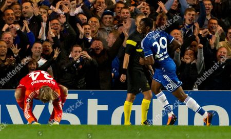 Chelsea's Samuel Eto'o (r) Celebrates a Goal As Fc Schalke 04's Timo Hildebrand (l) Reacts During the Uefa Champion's League Group E Soccer Match Between Chelsea and Fc Schalke 04 at the Stamford Bridge Stadium London Britain 06 November 2013 United Kingdom London