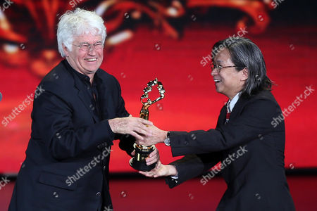 Hong Kong Director Peter Chan (r) Presents the 'Best Director Award' to French Filmmaker Jean-jacques Annaud (l) During the Closing Award Ceremony of the 5th Beijing International Film Festival in Beijing China 23 April 2015 the Event was Held From 16 to 23 April China Beijing