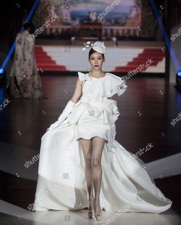 A Model Presents a Creation by Hong Kong Designer Henry Lau on the First Day of Hong Kong Fashion Week Fall/winter 2014 Hong Kong China 13 January 2014 Hong Kong Fashion Week Runs From 13-16 January 2014 and Features 1 850 Exhibitors From 29 Countries China Hong Kong