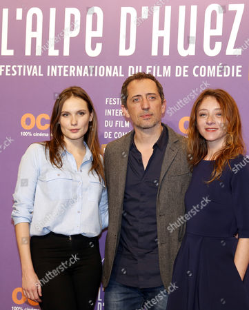 French Actor Gad Elmaleh (c) Ana Girardot (l) and Sylvie Testud (r) Attend the Opening Ceremony of the 18th Annual International Comedy Film Festival in L'alpe D'huez France 14 January 2015 the Festival Runs From 14 to 18 January France Alpe D'huez