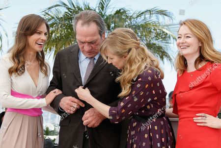 (l-r) Us Actress Hilary Swank Us Director Tommy Lee Jones Danish Actress Sonja Richter and Australian Actress Miranda Otto Pose During the Photocall For 'The Homesman' at the 67th Annual Cannes Film Festival in Cannes France 18 May 2014 the Movie is Presented in the Official Competition of the Festival Which Runs From 14 to 25 May France Cannes