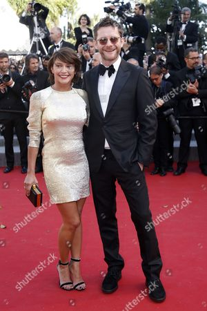 Stock Image of French Actress Emma De Caunes (l) and Husband British Cartoonist Jamie Hewlett (r) Arrive For the Screening of 'Youth' During the 68th Annual Cannes Film Festival in Cannes France 20 May 2015 the Movie is Presented in the Official Competition of the Festival Which Runs From 13 to 24 May France Cannes