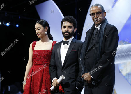 Lebanese Director Ely Dagher (c) Receives the Short Film Golden Palm For 'Waves '98' From Chinese Actress Zhou Yun (l) and Mauritanian Director Abderrahmane Sissako (r) During the Closing Award Ceremony of the 68th Cannes Film Festival in Cannes France 24 May 2015 Presented out of Competition the Movie 'La Glace Et Le Ciel' (ice and the Sky) Closes the Festival France Cannes