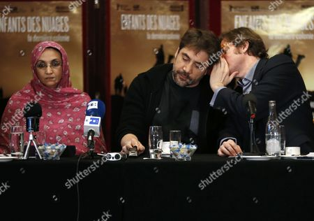 Spanish Actor Javier Bardem (c) Spanish Director Alvaro Longoria (r) and Sahrawi Human Rights Activist Aminatou Haidar (l) Attend a Press Conference on the Documentary Film 'Hijos De Las Nubes La Ultima Colonia' (sons of the Clouds: the Last Colony) in Paris France 18 February 2013 the Documentary Produced by Bardem and Directed by Longoria Looks at the Humanitarian Crisis in the Western Sahara That Has Left Nearly Nearly 200 000 People Living in Refugee Camps France Paris