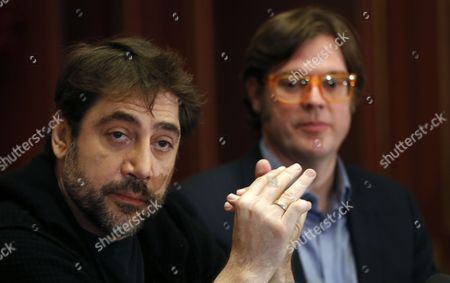 Spanish Actor Javier Bardem (l) and Spanish Director Alvaro Longoria (r) Attend a Press Conference on the Documentary Film 'Hijos De Las Nubes La Ultima Colonia' (sons of the Clouds: the Last Colony) in Paris France 18 February 2013 the Documentary Produced by Bardem and Directed by Longoria Looks at the Humanitarian Crisis in the Western Sahara That Has Left Nearly Nearly 200 000 People Living in Refugee Camps France Paris