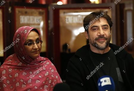 Spanish Actor Javier Bardem (r) Poses Next to Sahrawi Human Rights Activist Aminatou Haidar During a Press Conference on the Documentary Film 'Hijos De Las Nubes La Ultima Colonia' (sons of the Clouds: the Last Colony) in Paris France 18 February 2013 the Documentary Produced by Bardem and Directed by Longoria Looks at the Humanitarian Crisis in the Western Sahara That Has Left Nearly Nearly 200 000 People Living in Refugee Camps France Paris