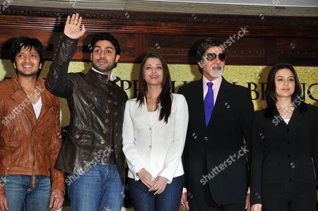 L-R- Riteish Deshmukh,  Abhishek and Aishwarya Rai Bachchan, Amitabh Bachchan, and Preity Zinta