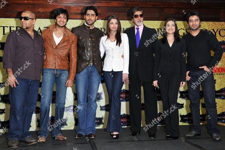 L-R- Vishal Dadlani, Riteish Deshmukh,  Abhishek and Aishwarya Rai Bachchan, Amitabh Bachchan, Preity Zinta, and Shekhar Ravjiani