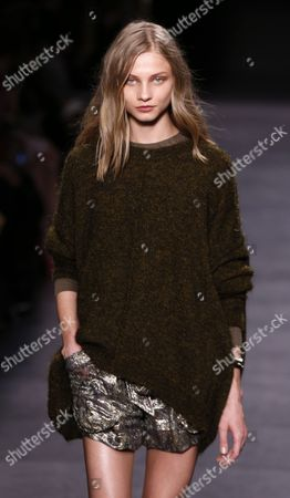 Russian Model Anna Selezneva Presents a Creation From the Fall/winter 2014/15 Ready to Wear Collection by French Designer Isabel Marant During the Paris Fashion Week in Paris France 28 February 2014 the Presentation of the Women's Collections Runs From 25 February to 05 March France Paris