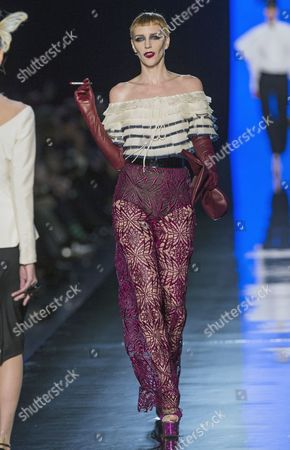 Stock Image of Belgian Model Hannelore Knuts Presents a Creation From the Spring/summer 2014 Haute Couture Collection by French Designer Jean-paul Gaultier During the Paris Fashion Week in Paris France 22 January 2014 the Presentation of the Haute Couture Collections Runs From 19 to 24 January France Paris