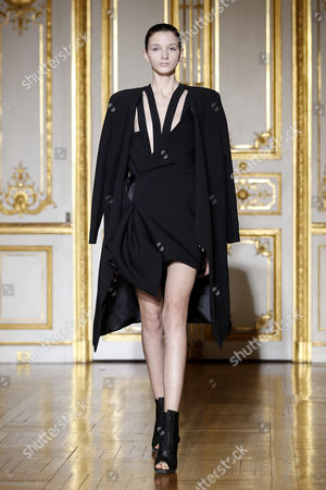 A Model Presents a Creation From the Spring/summer 2014 Haute Couture Collection by Rad Hourani During the Paris Fashion Week in Paris France 22 January 2014 the Presentation of the Haute Couture Collections Runs From 19 to 24 January France Paris