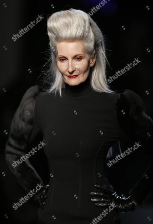 Model Catherine Loewe Presents a Creation From the Haute Couture Fall-winter 2014/15 Collection by French Designer Jean-paul Gaultier During the Paris Fashion Week in Paris France 09 July 2014 the Presentation of the Women's Haute Couture Collections Runs From 06 to 10 July France Paris