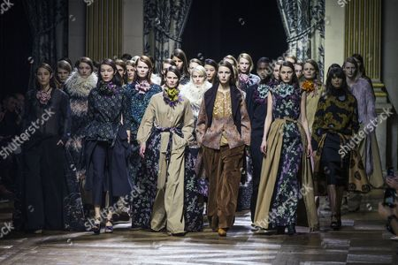 Dutch Model Saskia De Brauw (center L) and Models Present Creations For the Fall/winter 2015/16 Ready to Wear Collection by Belgian Designer Dries Van Noten During the Paris Fashion Week in Paris France 04 March 2015 the Presentation of the Women's Collections Runs From 03 to 11 March France Paris
