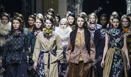 Dutch Model Saskia De Brauw (front 2-l) and Models Present Creations For the Fall/winter 2015/16 Ready to Wear Collection by Belgian Designer Dries Van Noten During the Paris Fashion Week in Paris France 04 March 2015 the Presentation of the Women's Collections Runs From 03 to 11 March France Paris
