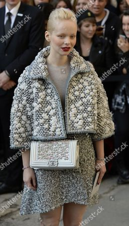 Stock Image of Czech Actress Anna Linhartova Arrives For the Presentation of the Spring/summer 2015 Ready to Wear Collection by German Designer Karl Lagerfeld For Chanel During the Paris Fashion Week in Paris France 30 September 2014 the Presentation of the Women's Collections Runs From 23 September to 01 October France Paris