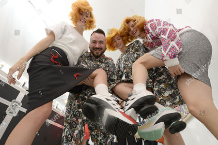 Models Pose with Belgian Designer Jean-paul Lespagnard (2-l) at the Presentation of His Spring/summer 2015 Ready to Wear Collection During the Paris Fashion Week in Paris France 28 September 2014 the Presentation of the Women's Collections Runs From 23 September to 01 October France Paris