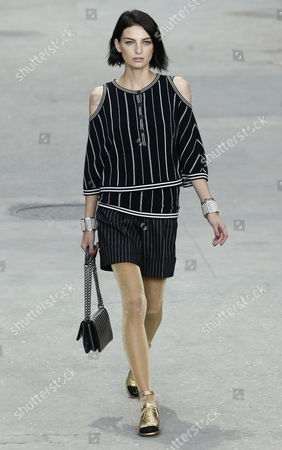 Model Rose Smith Presents a Creation From the Spring/summer 2015 Ready to Wear Collection by German Designer Karl Lagerfeld For Chanel During the Paris Fashion Week in Paris France 30 September 2014 the Presentation of the Women's Collections Runs From 23 September to 01 October France Paris