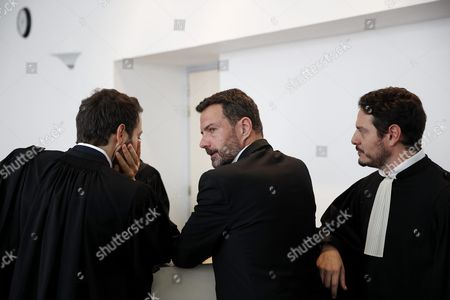 French Former Societe Generale Rogue Trader Jerome Kerviel (c) Talks with His Lawyers at the Versailles Appeal Court As They Prepare to Fight a Civil Damages Case in Versailles France 23 September 2016 Keviel Has Been Sentenced to Pay One Milion Euros to Societe Generale Financial Services Group After They Claimed a 4 9 Billion Euros of Losses in 2008 France Versailles