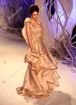 Indian Bollywood Actgress Kalki Koechlin Presents a Creation by Indian Designer Gaurav Gupta During Amazon India Couture Week 2015 in New Delhi India 30 July 2015 the Amazon India Couture Week 2015 is Scheduled From 29 July to 02 August 2015 India New Delhi