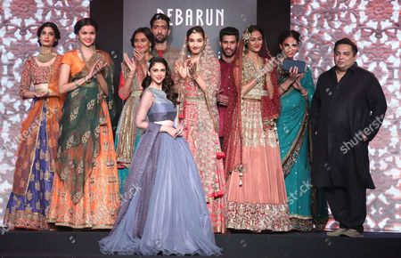 Indian Actress Aditi Rao Hydari (front-c) and Indian Designer Debarun (r) After Presenting His Creations During Amazon India Couture Week 2015 in New Delhi India 01 August 2015 the Amazon India Couture Week 2015 Runs From 29 July to 02 August India New Delhi