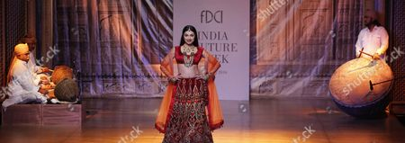 Indian Bollywood Actress Divya Khosla Kumar Presents a Creation by Indian Designer Reynu Taandon During Fdci India Couture Week 2016 in New Delhi India 22 July 2016 the Fdci India Couture Week 2016 is Scheduled From 20 to 24 July India New Delhi