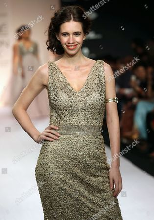 Bollywood Actress Kalki Koechlin Presents a Creation by Indian Designer Kommal Sood During the Lakme Fashion Week Summer/resort 2014 in Mumbai India 15 March 2014 Some 92 Designers Will Be Showcasing Their Collections at the Event Running From 12 to 16 March India Mumbai