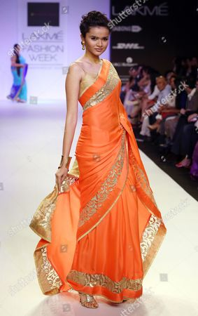 A Model Presents a Creation by Indian Designer Mandira Bedi During the Lakme Fashion Week Summer/resort 2014 in Mumbai India 13 March 2014 Some 92 Designers Will Be Showcasing Their Collections During the Event Running From 12 to 16 March India Mumbai