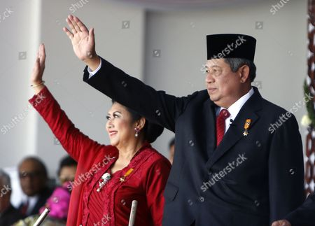 Indonesian President Susilo Bambang Yudhoyono (r) and His Wife Ani Yudhoyono (l) Wave During the 69th Independence Day Anniversary at the State Palace in Jakarta Indonesia 17 August 2014 Indonesia Gained Independence From the Netherlands in 1945 in 2005 the Netherlands Declared That They Had Decided to Accept 17 August 1945 As Indonesia's Independence Date Indonesia Jakarta
