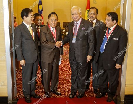 Malaysian Prime Minister Najib Abdul Razak (3-r) Shakes Hand with Chairman of the Icapp Standing Committee Jose De Venecia (3-l) During the 9th General Assembly of the the International Conference of Asian Political Parties (icapp) in Kuala Lumpur Malaysia 02 September 2016 Malaysia Minister in the Pm's Department Abdul Rahman Dahlan (not Pictured) Has Comfirmed That 'Malaysian Official 1' Named by the Us Department of Justice (doj) Suit Refers to Malaysian Prime Minister Najib Abdul Razak Us Attorney General Loretta Lynch Had on 20 July 2016 Announced the Filing of a Civil Lawsuit Seeking to Recover Assets of More Than One Billion Us Dollar That Were Allegedly Stolen From an Intercontinental Corruption Scheme Laundering Funds From the Malaysian Sovereign Wealth Fund 1mdb According to the Proceedings More Than 3 5 Billion Us Dollar in Funds Belonging to 1mdb was Purportedly Stolen by High-level 1mdb Officials and Their Acquaintances From 2009 Through 2015 Malaysian Government-owned 1mdb was Established in 2009 to Bring Long-term Economic Development to the Country by Promoting Direct Foreign Investment and Global Partnership Malaysia Kuala Lumpur