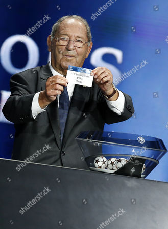 Spanish Former Soccer Player Francisco Gento Draws Pfc Ludogorets 1945 During the Draw Ceremony For the Uefa Champions League Group Stage at Grimaldi Forum in Monaco 28 August 2014 Monaco Monaco