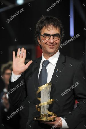 Canadian Film Director Atom Egoyan Poses After Being Awarded with the Festival's Trophy During the Homage to Canadian Cinema at the 15th Annual Marrakech International Film Festival in Marrakech Morocco 06 December 2015 the Festival Runs From 04 to 12 December Morocco Marrakech