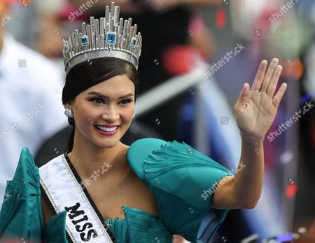 Miss Universe 2015 Pia Alonzo Wurtzbach of the Philippines Waves to the Crowd During Her Homecoming Parade in Manila Philippines 25 January 2016 Miss Universe 2015 Pia Wurtzbach Returned Home to the Philippines on 23 January For a Weeklong Visit the First Since She Won the Crown in December She Will Attend a Charity Event and Meet with President Benigno Aquino and Other Government Officials During Her Trip Wurtzbach is the Third Filipino to Win Miss Universe After Gloria Diaz in 1969 and Margie Moran in 1973 Her Victory was Marred by Controversy when Host Steven Harvey First Announced Miss Columbia Ariadna Gutierrez As the Winner Harvey Corrected Himself After Gutierrez was Already Crowned She Won the Miss Universe Pageant in Las Vegas on 20 December 2015 Philippines Manila