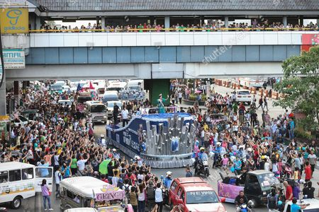 Miss Universe 2015 Pia Alonzo Wurtzbach (c) of the Philippines Waves to the Crowd During Her Homecoming Parade in Manila Philippines 25 January 2016 Miss Universe 2015 Pia Wurtzbach Returned Home to the Philippines on 23 January For a Weeklong Visit the First Since She Won the Crown in December She Will Attend a Charity Event and Meet with President Benigno Aquino and Other Government Officials During Her Trip Wurtzbach is the Third Filipino to Win Miss Universe After Gloria Diaz in 1969 and Margie Moran in 1973 Her Victory was Marred by Controversy when Host Steven Harvey First Announced Miss Columbia Ariadna Gutierrez As the Winner Harvey Corrected Himself After Gutierrez was Already Crowned She Won the Miss Universe Pageant in Las Vegas on 20 December 2015 Philippines Manila