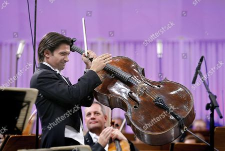French Cellist Gautier Capucon Applauds His Colleagues After Performing Brahms' 'Double Concerto For Violin Cello and Orchestra' Together with London Symphony Orchestra on the Palace Hall Stage in Bucharest Romania 09 September 2015 During the Enescu Festival 2015 the George Enescu Festival Held Since 1958 Every Two Years is the Biggest Classical Music Festival Held in Romania in Honor of Famous Romanian Composer and Violinist George Enescu Romania Bucharest