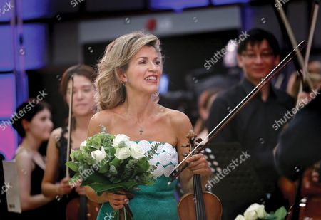 German Violinist Anne-sophie Mutter Holds a Bunch of Flowers Received at the End of Her Recital on the Stage of Romanian Athenaeum Concert Hall During the George Enescu International Festival in Bucharest Romania 09 September 2015 the George Enescu Festival Held Since 1958 Every Two Years is the Biggest Classical Music Festival Held in Romania in Honor of Romanian Composer and Violinist George Enescu Romania Bucharest
