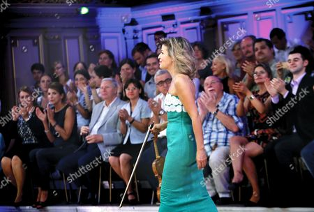 German Violinist Anne-sophie Mutter Enters the Stage of Romanian Athenaeum Concert Hall During the George Enescu International Festival in Bucharest Romania 09 September 2015 the George Enescu Festival Held Since 1958 Every Two Years is the Biggest Classical Music Festival Held in Romania in Honor of Romanian Composer and Violinist George Enescu Romania Bucharest