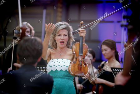 German Violinist Anne-sophie Mutter Accompanied by Mutter Virtuosi Performs on the Stage of Romanian Athenaeum Concert Hall During the George Enescu International Festival in Bucharest Romania 09 September 2015 the George Enescu Festival Held Since 1958 Every Two Years is the Biggest Classical Music Festival Held in Romania in Honor of Romanian Composer and Violinist George Enescu Romania Bucharest