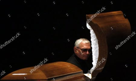 Russian Film Director Karen Shakhnazarov Pays the Last Respect to Late Film Director Eldar Ryazanov During a Farewell Ceremony in Moscow Russia 03 Dcember 2015 Eldar Ryazanov was One the Brightest Film Director of Soviet Cinema Ryazanov Died at the Age of 88 in Moscow on 30 November 2015 Russian Federation Moscow