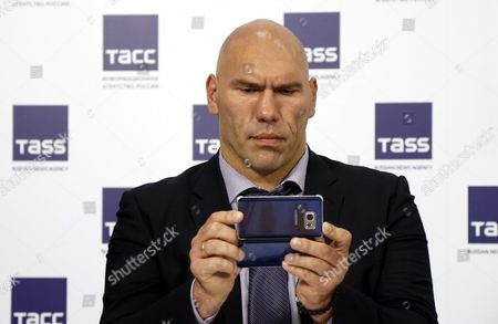 Former Boxer Nikolai Valuev Reads From His Smartphone As He Arrives to Attend a News Conference Devoted to a New Format of Russia's Popular Children's Tv Puppet Show and His Participation in It As a Host in Moscow Russia 25 August 2016 Russian Federation Moscow
