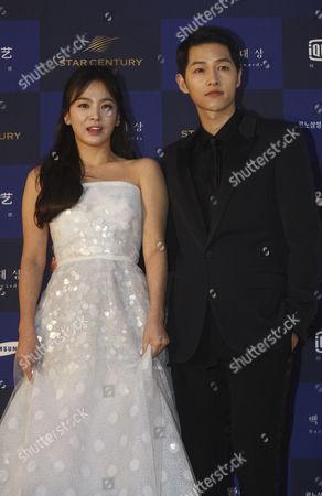 South Korean Actors Song Hye-kyo(l) and Song Joong-ki(r) Arrive For the 52th Annual Baeksang Art Awards at the Kyunghee University in Seoul South Korea 03 June 2016 Korea, Republic of Seoul