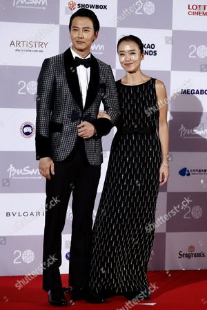 South Korean Actress Jeon Do-yeon (r) and Actor Kim Nam-gil (l) Arrive at the Opening Ceremony of the 20th Busan International Film Festival (biff) in Busan South Korea 01 October 2015 the Biff Runs From 01 to 10 October 2015 with 304 Titles From 75 Countries to Be Screened Korea, Republic of Busan
